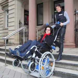 Monte escalier autonome avec prise en charge du fauteuil roulant SOLAH