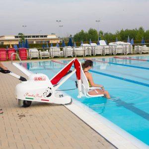 Acces à la piscine avec élévateurs mobiles